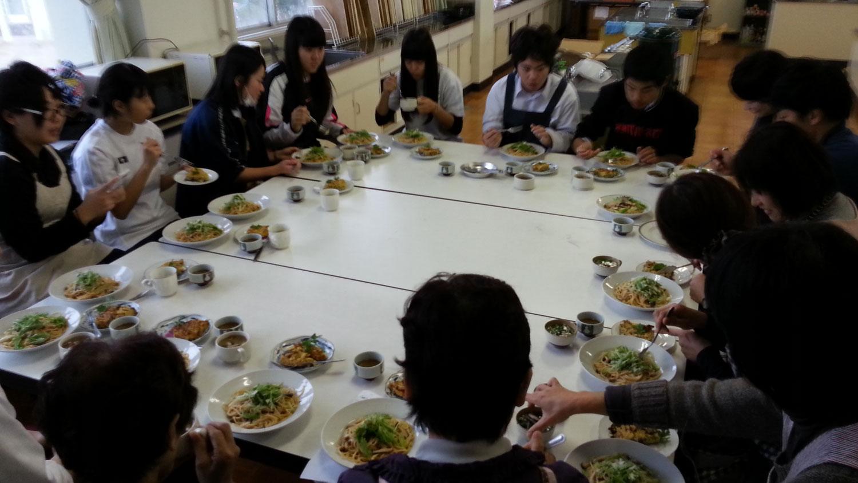 試食タイム@飯南高校講演&料理教室