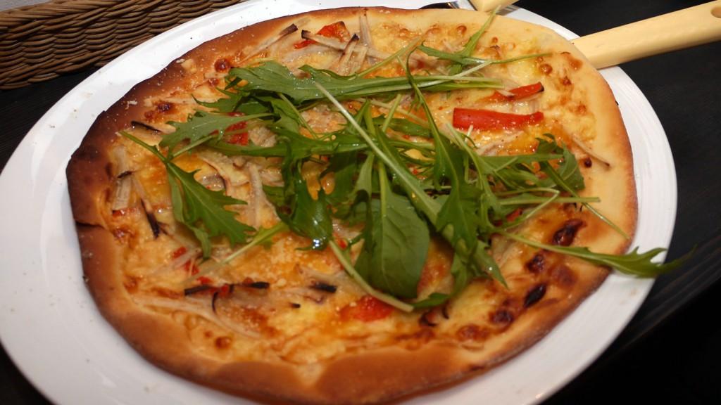 煮物入り味噌風味ピザ